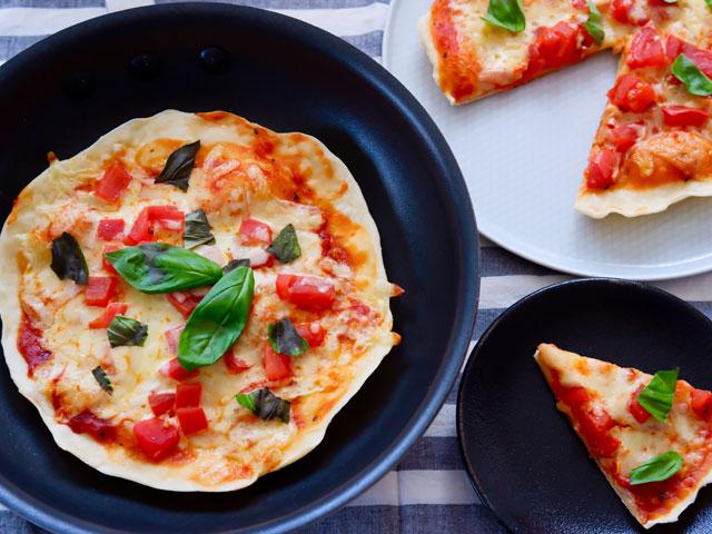 親子でランチ作り!フライパンで簡単、マルゲリータピザ